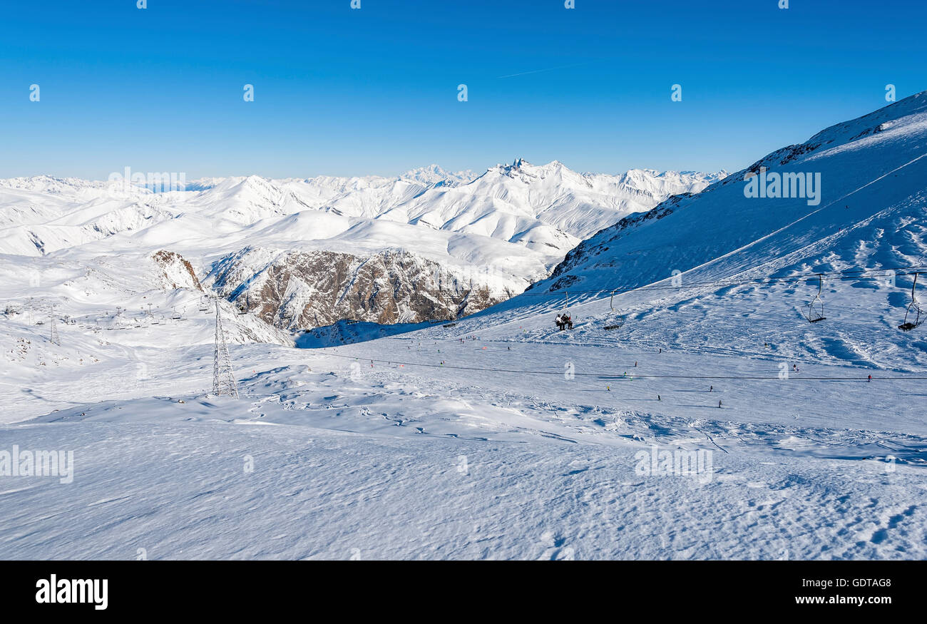 Pistes and ski lifts with in the 'Mont Blanc' in background, ski resort 'Les Deux Alpes, Alps, France - Stock Image