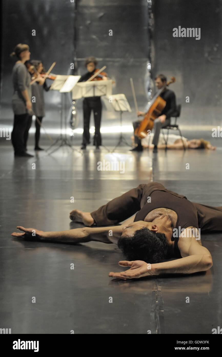 'Metamorphoses', Sasha Waltz and Guests and the Kaleidoscope Soloists Ensemble - Stock Image