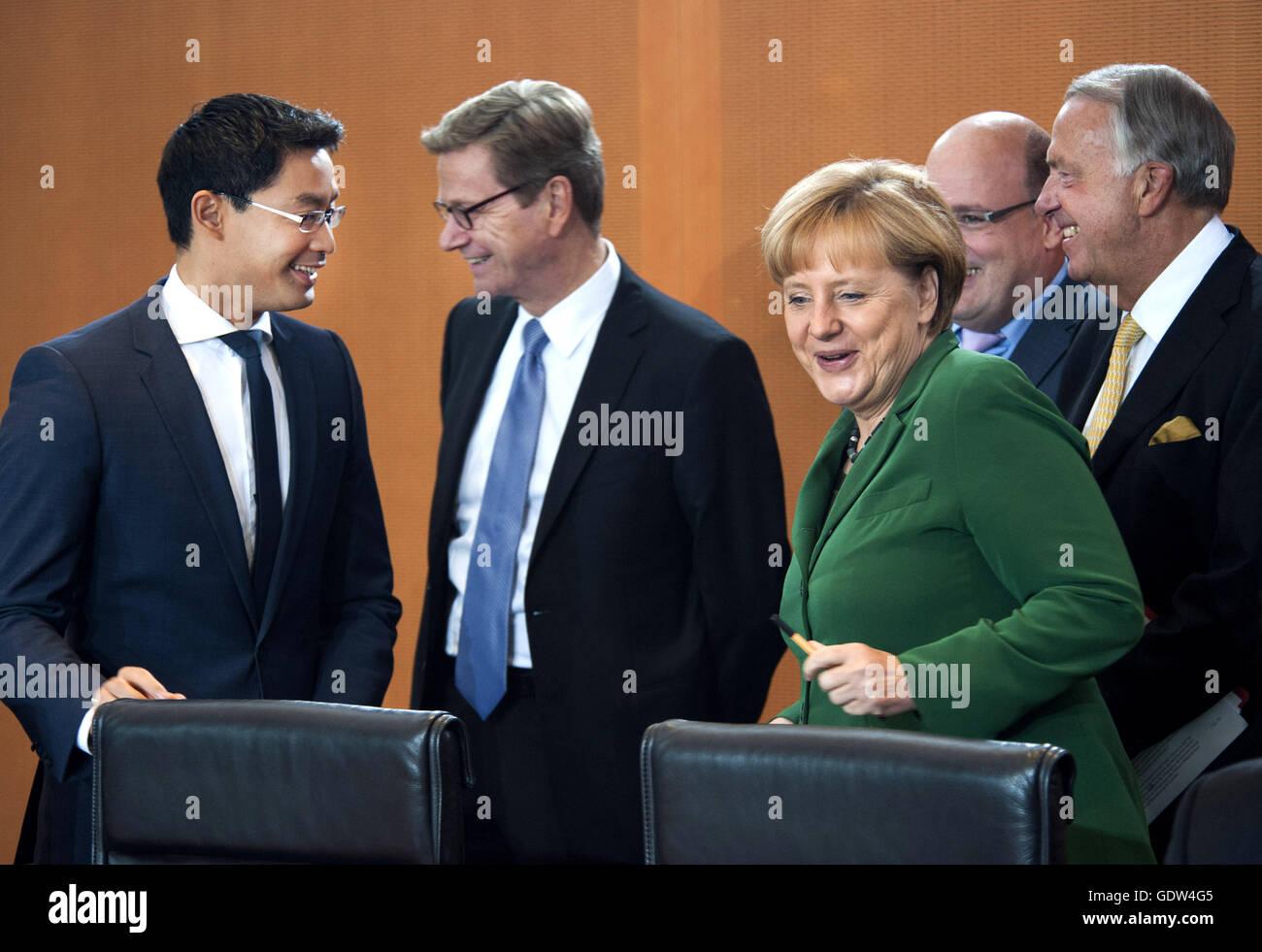 Deutschland, Berlin, 18.09.2013. Kabinettsitzung am 18.09.2013 im Bundeskanzleramt in Berlin. V. l. n. r.: Dr. Philipp - Stock Image