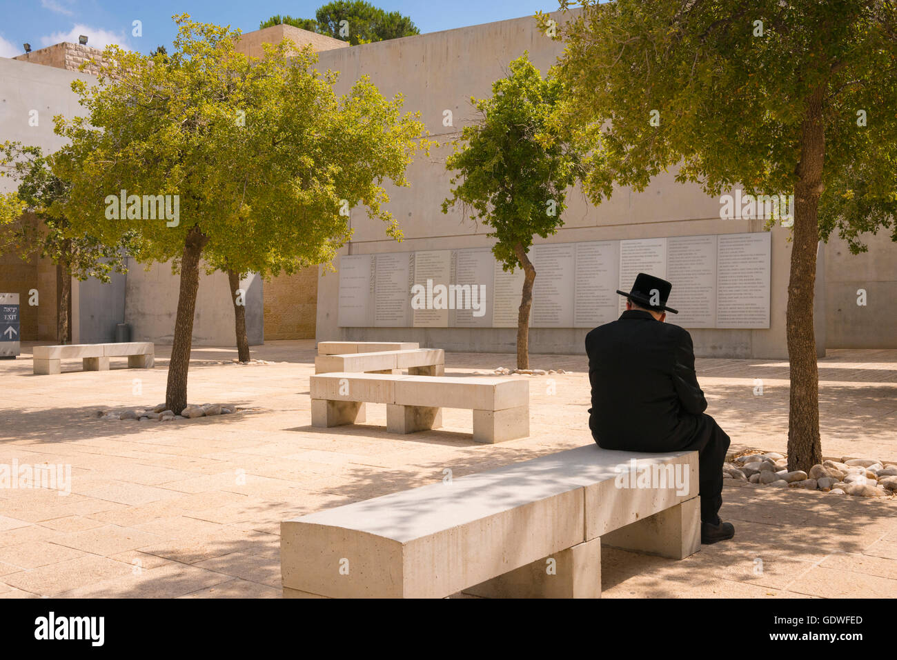 Israel Jerusalem Mount Herzl Yad Vashem Old Orthodox Jew Lost In Thought In Square Honouring The