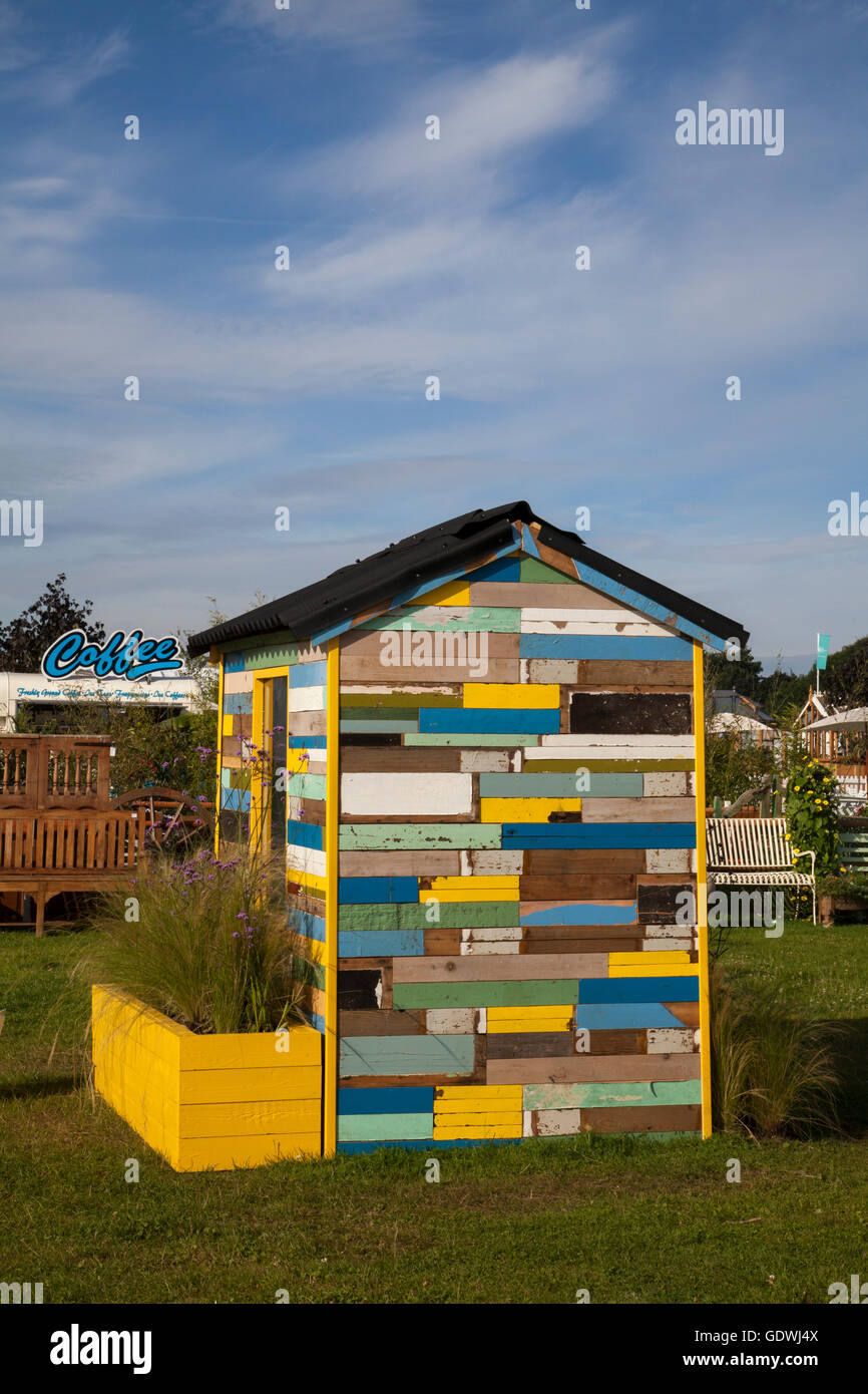 Upcycled wooden Funny garden shed Garden Library at the RHS Royal Horticulutral Society 2016 Flower Show garden - Stock Image