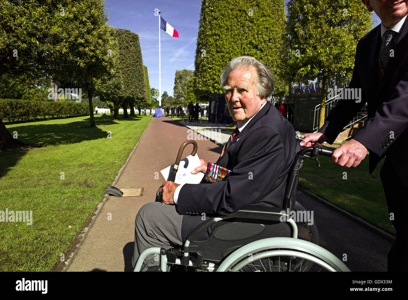 English veteran Geoffrey Litherland at the US military cemetery in Colleville-sur-Mer, France, 2014 - Stock Image