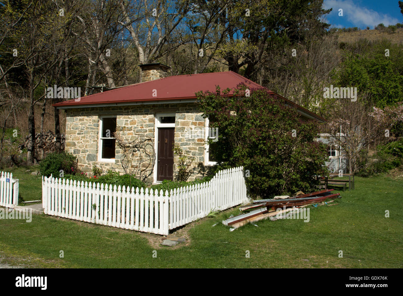 This miner's cottage is a reminiscent of the big Otago Gold Rush in New Zealand starting in the end of May 1861. - Stock Image