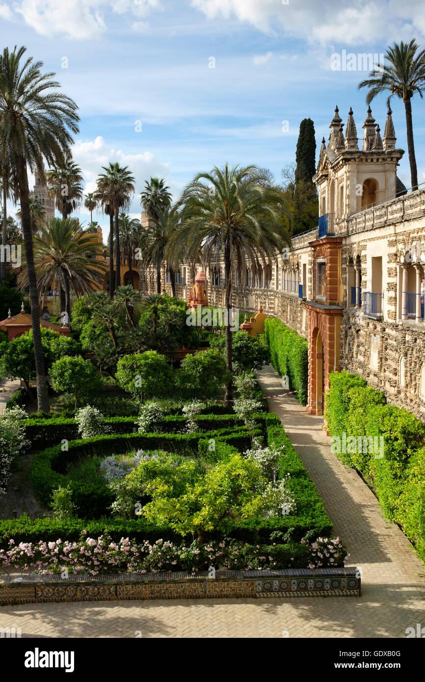 Galeria Del Grutesco In The Jardin Del Estanque Of The Real Alcazar - Jardin-con-estanque