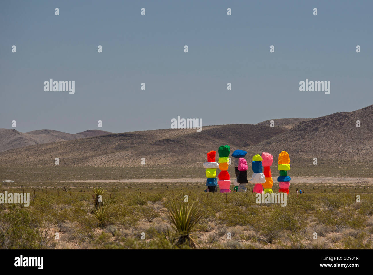 Jean, Nevada - Seven Magic Mountains, a public art installation in the desert near Las Vegas, by Swiss artist Ugo - Stock Image