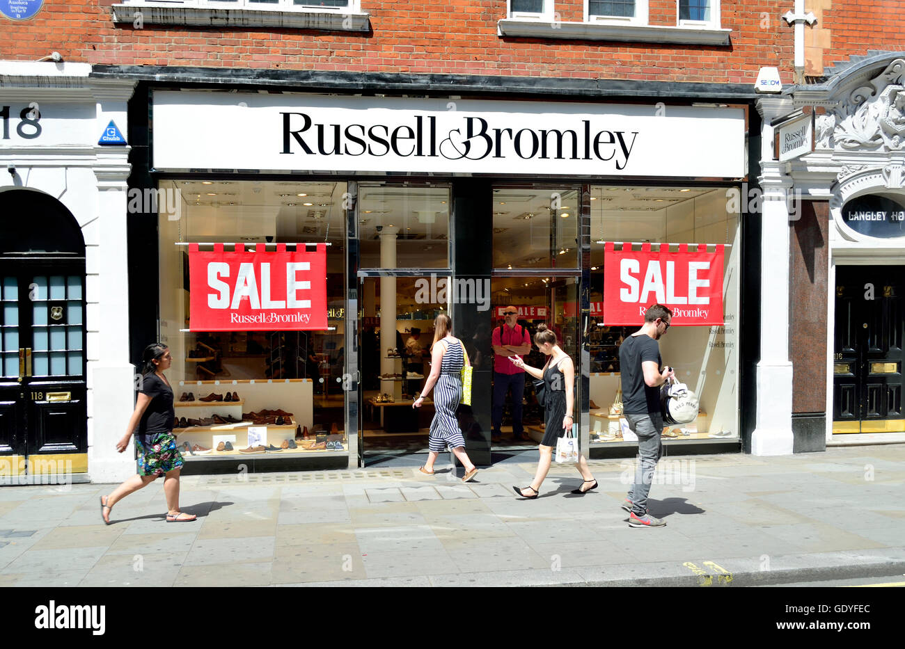 London, England, UK. Russell & Bromley (women's clothing) sale - Stock Image
