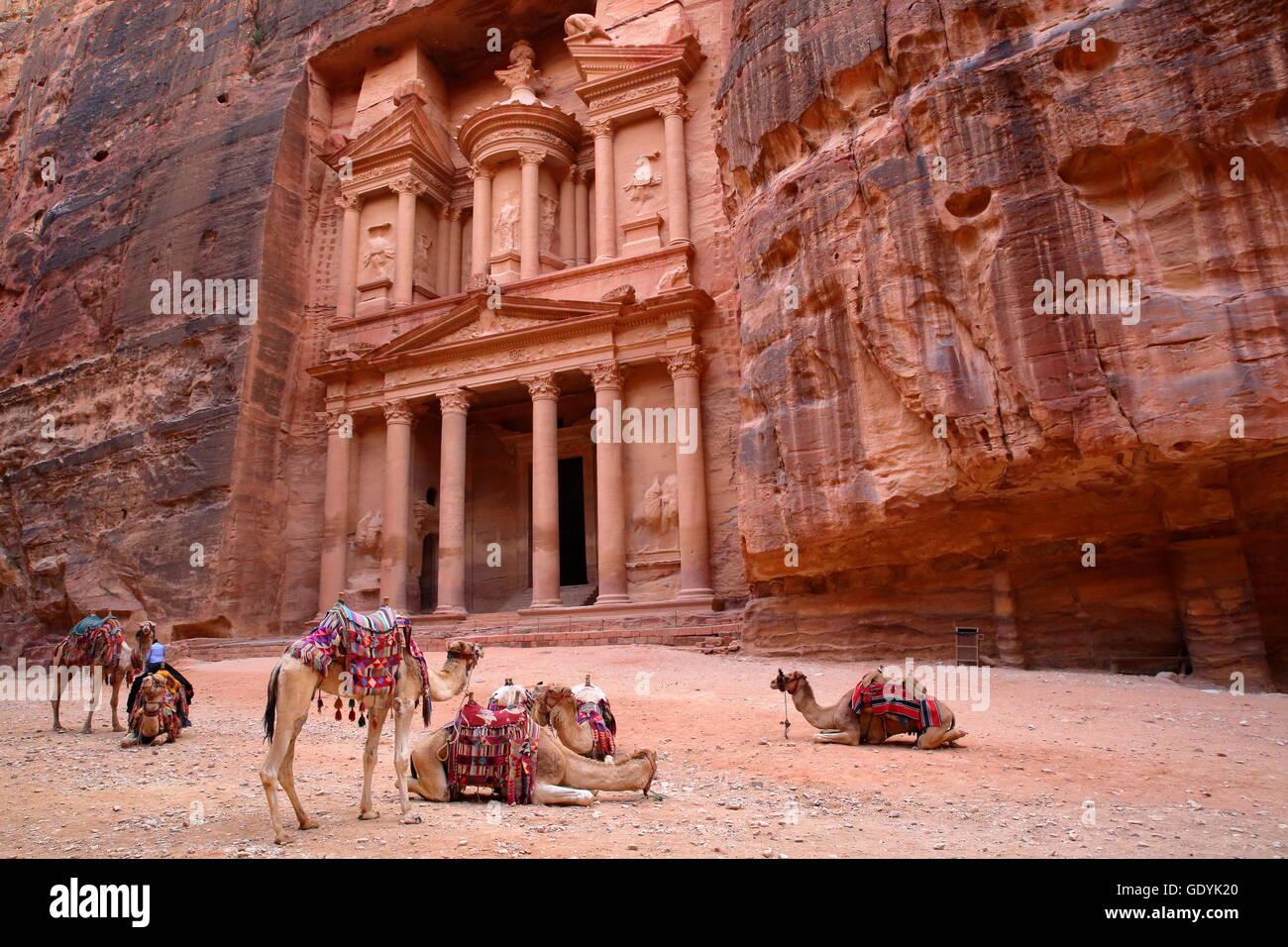 The Treasury (Al Khazneh) in Petra, Jordan - Stock Image
