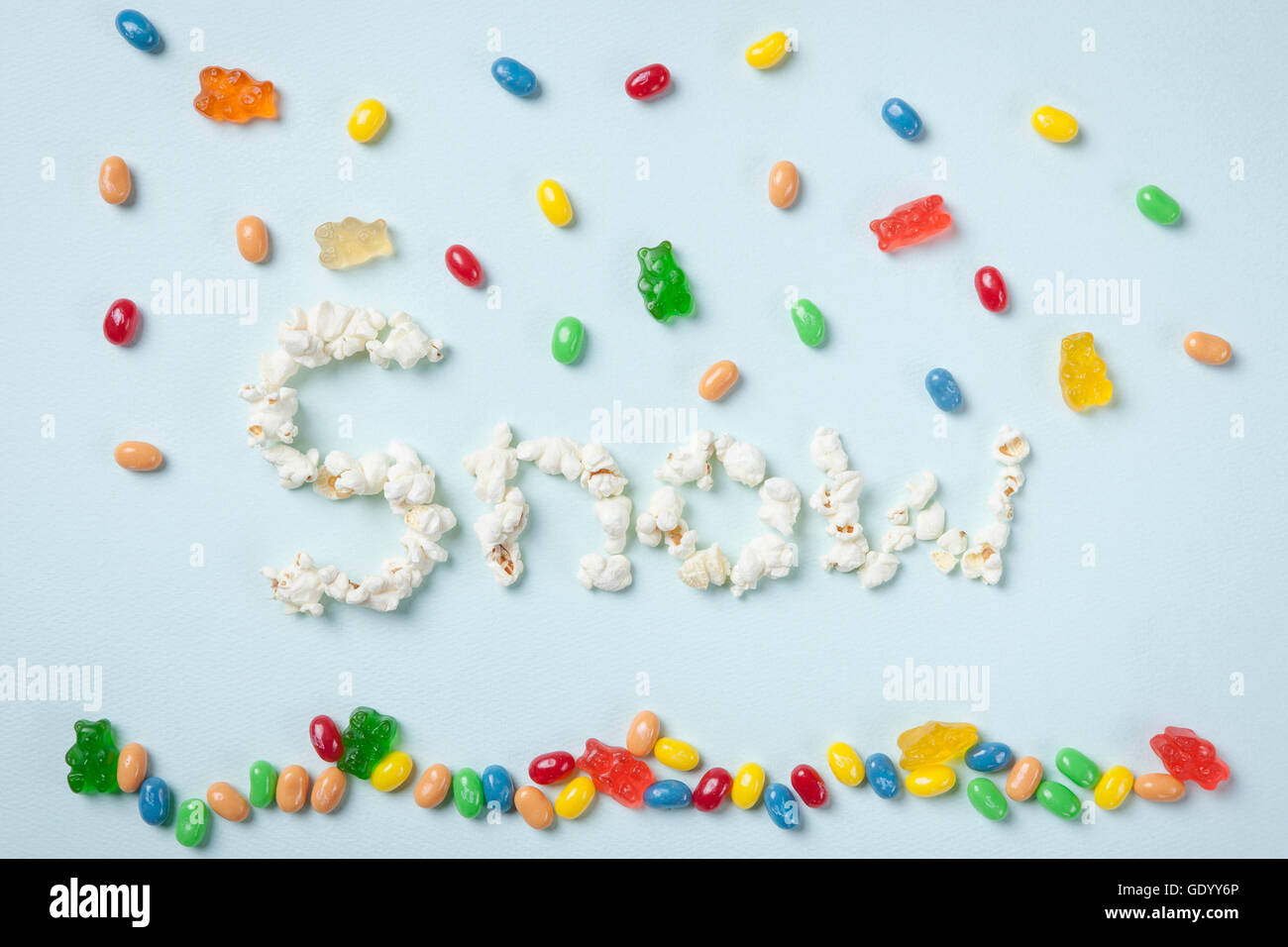 Typographical word of SNOW made of popcorn and jellybeans - Stock Image