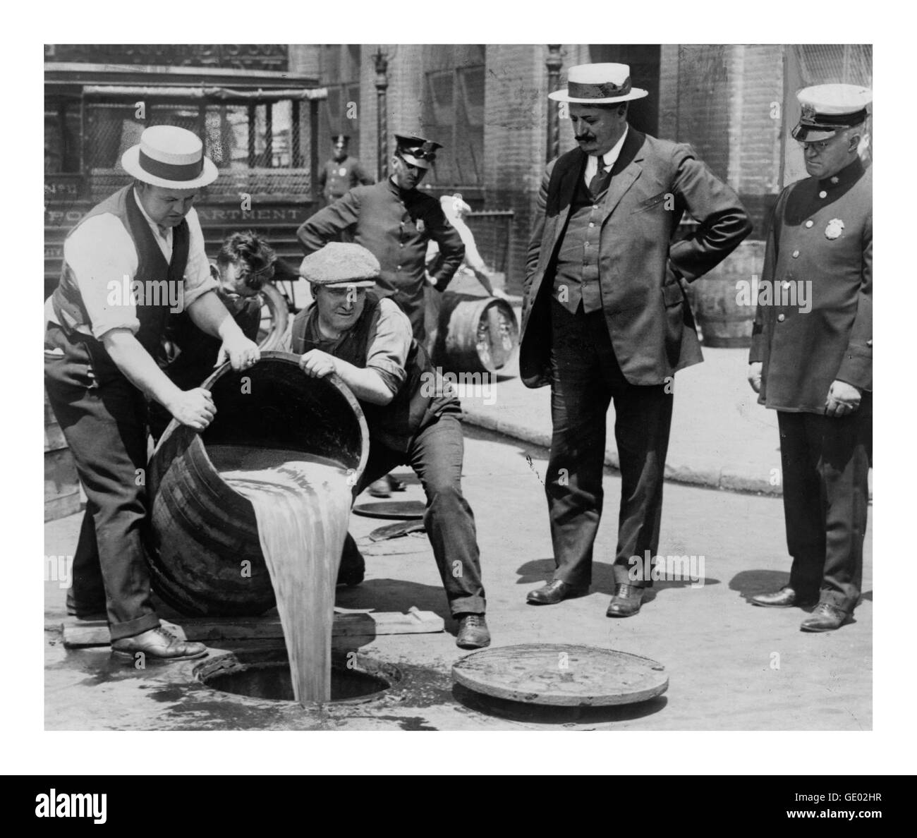 Alcohol is poured down the sewers during 1919 prohibition and bootlegging days in the USA - Stock Image
