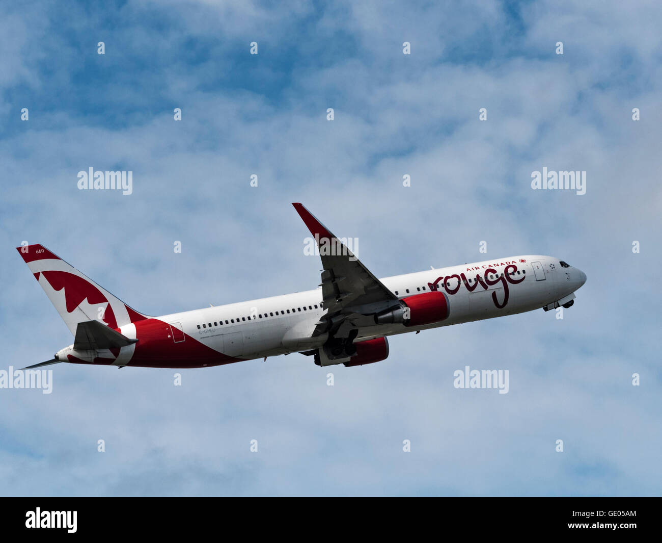Air Canada rouge Boeing 767-300ER C-GHLU Stock Photo