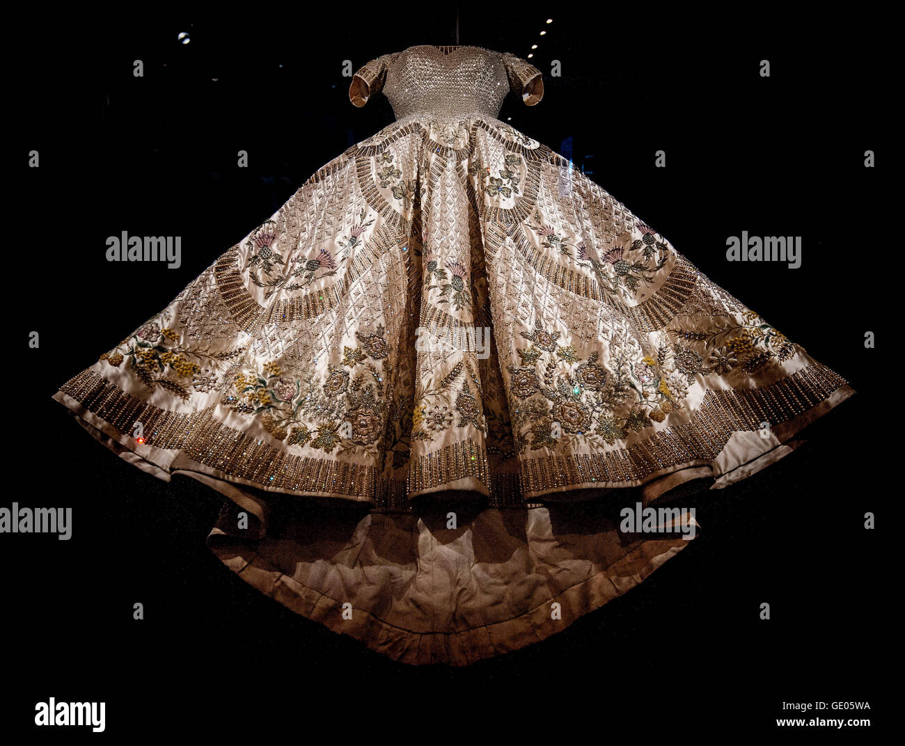The Coronation Dress of Queen Elizabeth II designed by Norman Stock ...