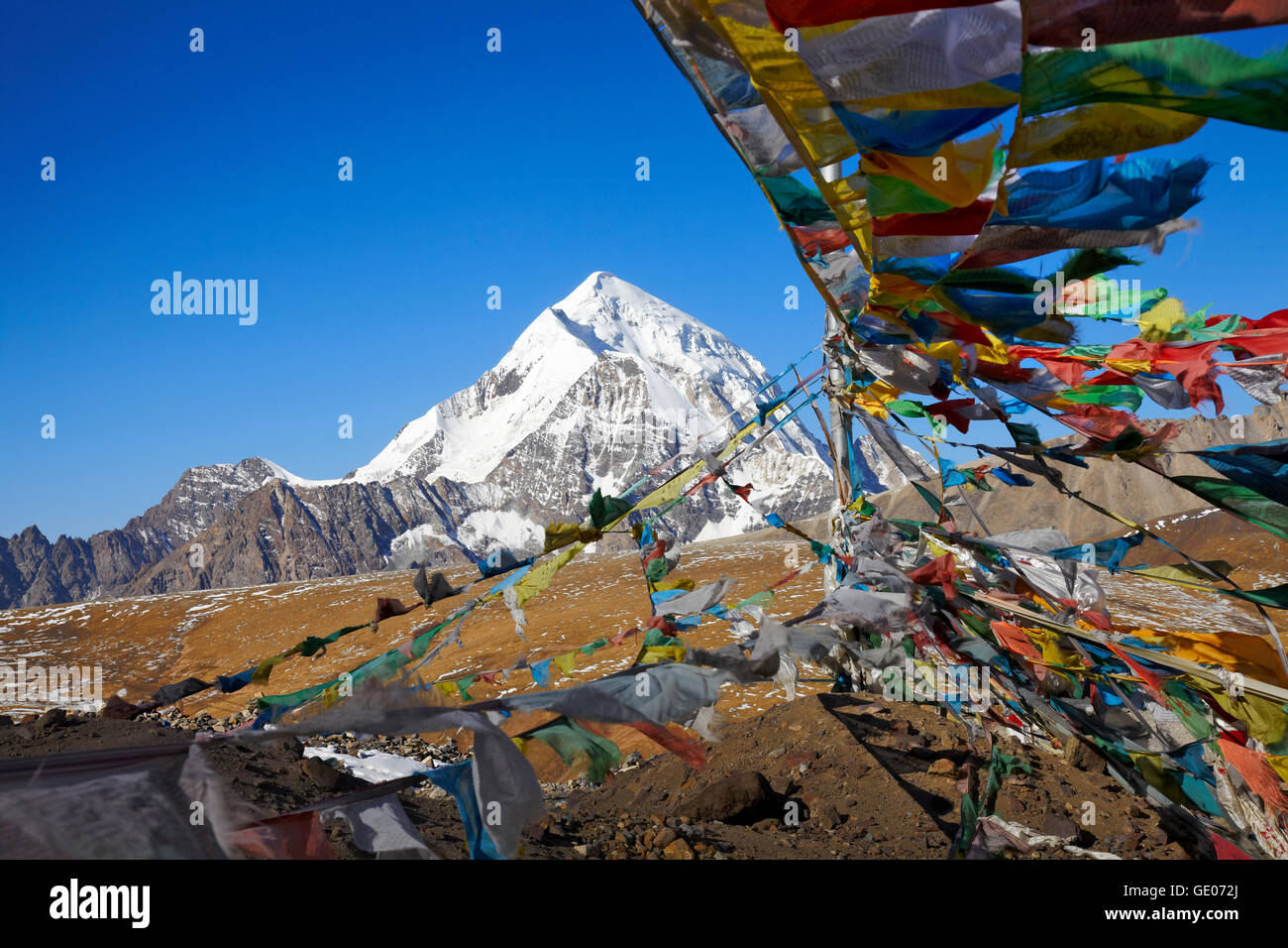 geography / travel, Tibet, Qongmu Gangri summit (7048m) from Shogula pass (5300m) on the Lhasa to Shigatze road, - Stock Image