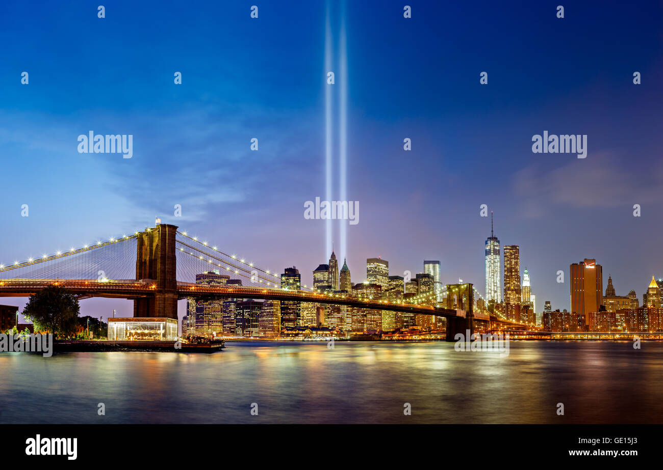 Tribute in Light, September 11 Commemoration, with the Brooklyn Bridge and Lower Manhattan skyscrapers, New York - Stock Image