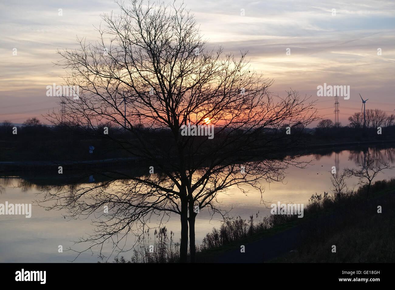Der Mittellandkanal in der Nähe vom Steinhuder Meer am Abend - Stock Image