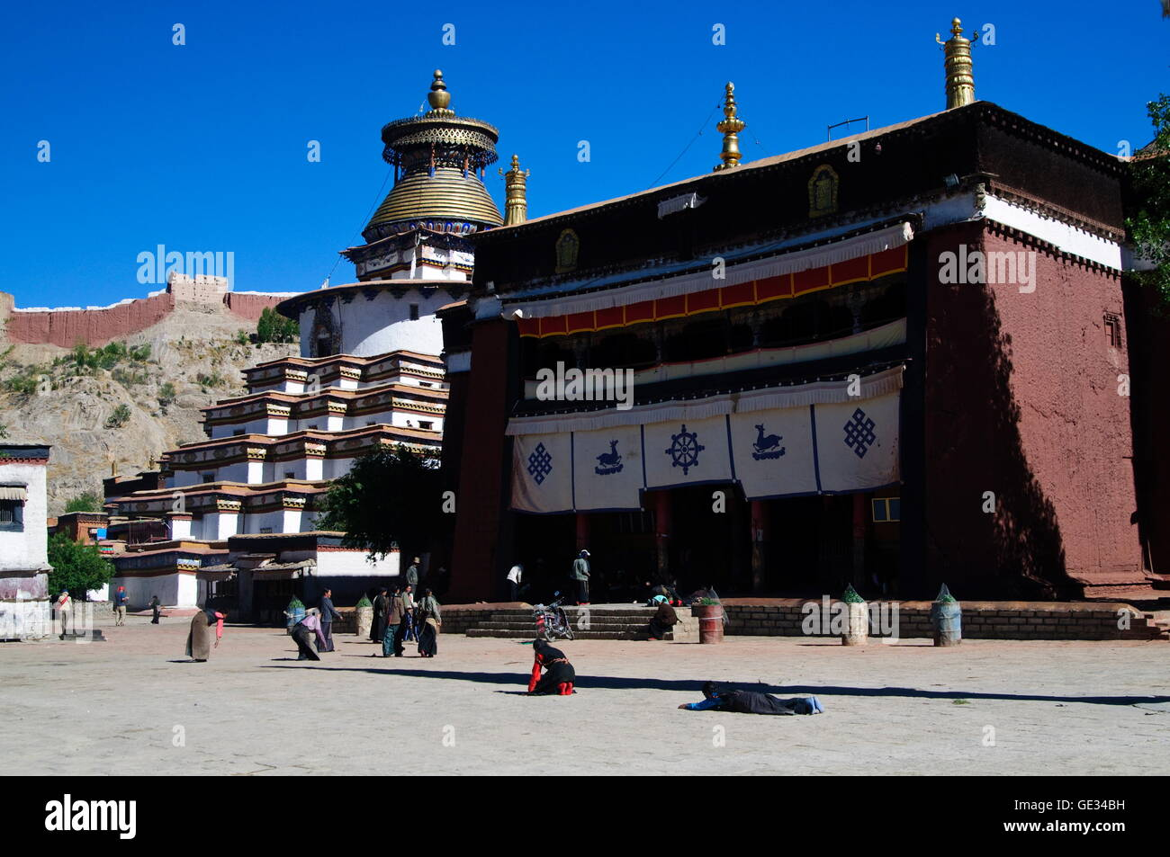 geography / travel, China, Tibet, Gyantse, Pelkor Chode monastery district, Additional-Rights-Clearance-Info-Not - Stock Image