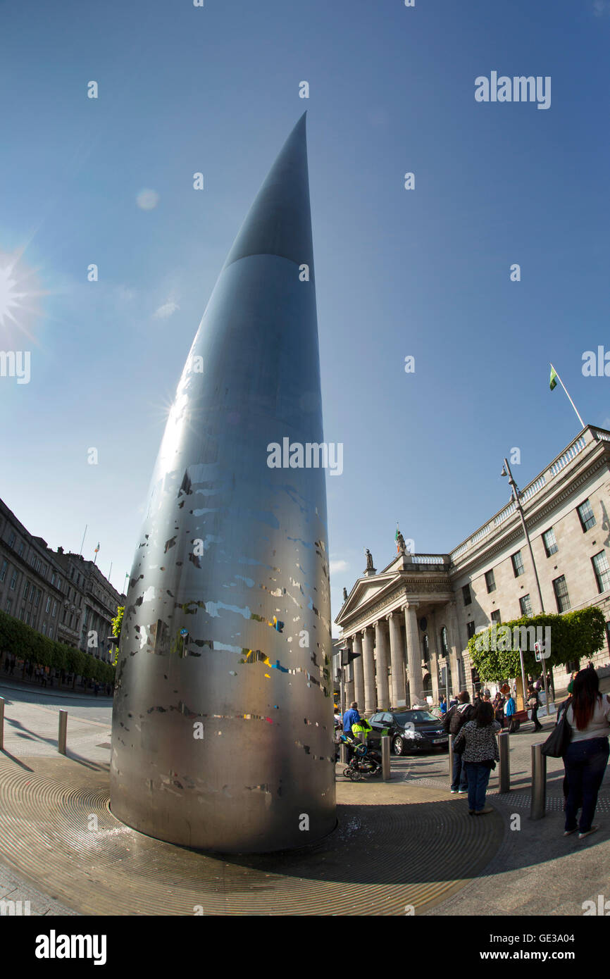 Ireland, Dublin, O'Connell Street, Spire of Dublin, monument of light, stainless steel pinnacle and GPO - Stock Image