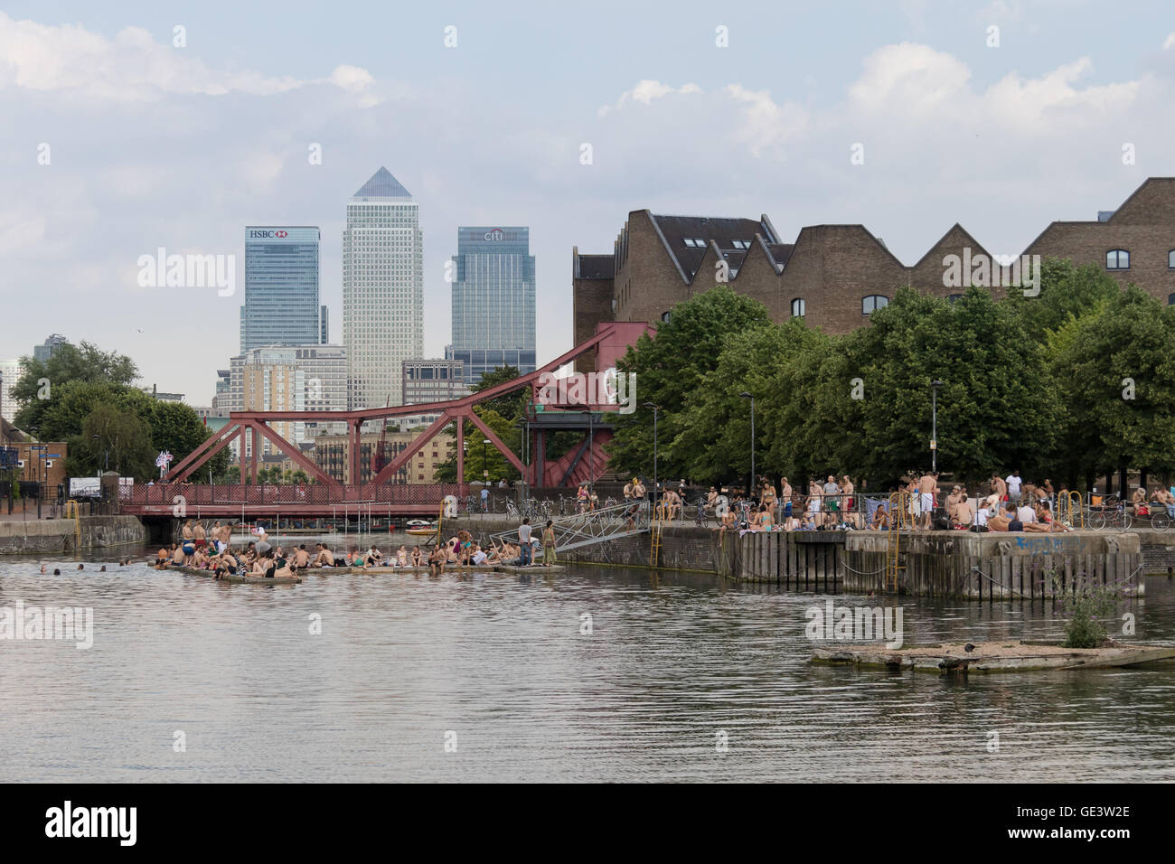 People enjoying the cold water during hot sunny weather at Shadwell Basin in east London this afternoon. People - Stock Image