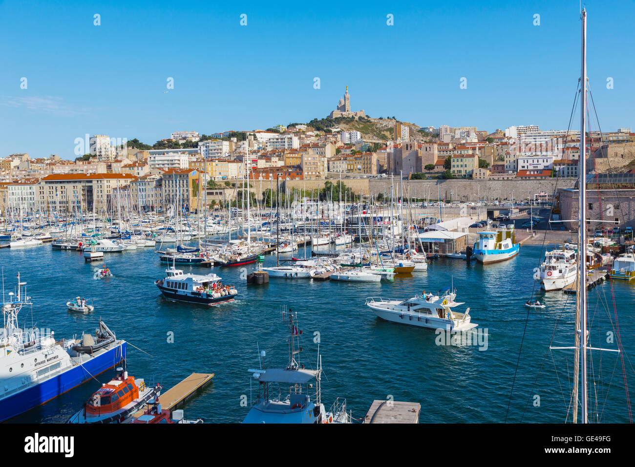 Marseille, Provence-Alpes-Côte d'Azur, France.  View across Vieux-Port, the Old Port, to the 19th century - Stock Image