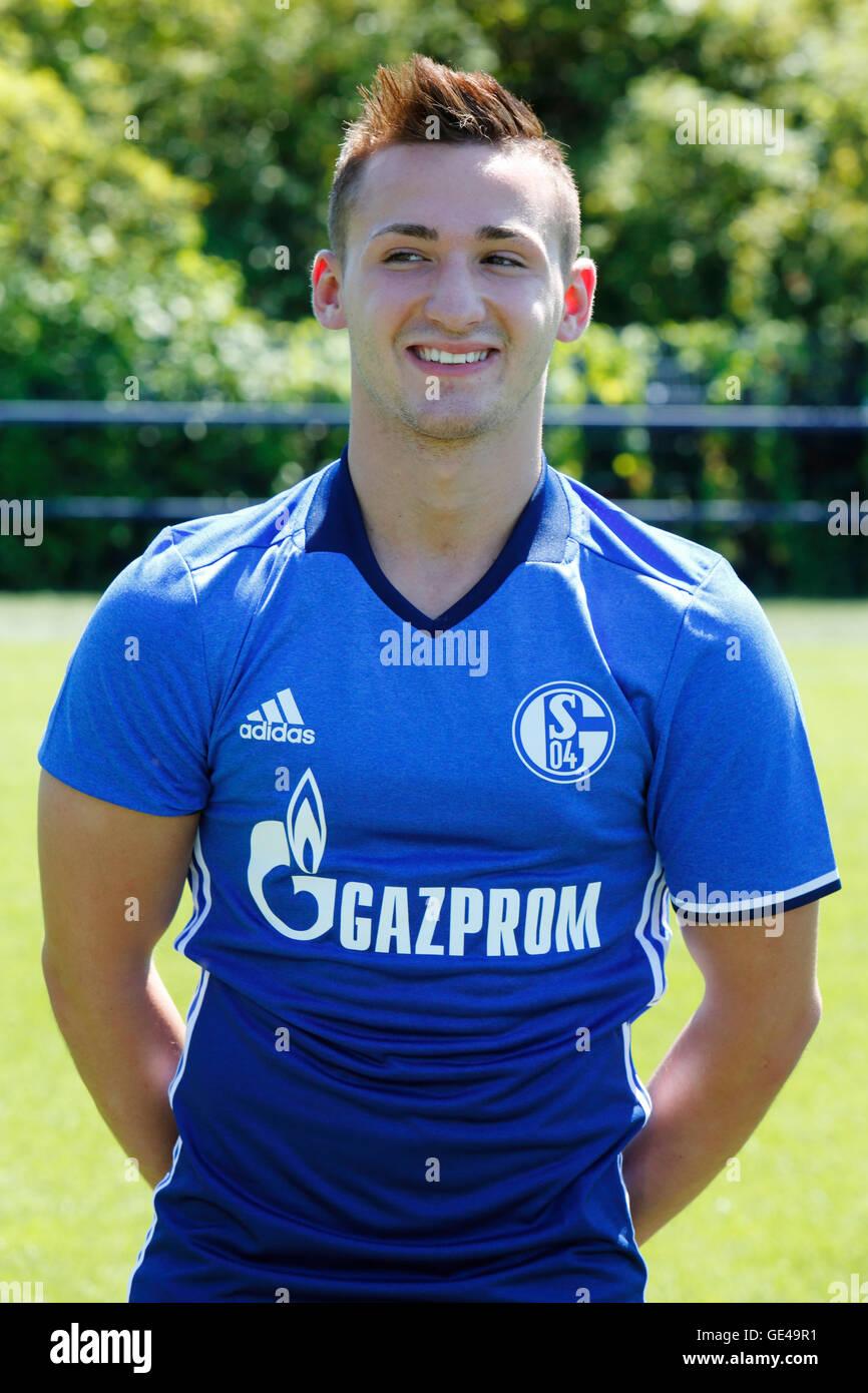 football, Bundesliga, 2016/2017, FC Schalke 04, team presentation for the game season, portrait Donis Avdijaj - Stock Image