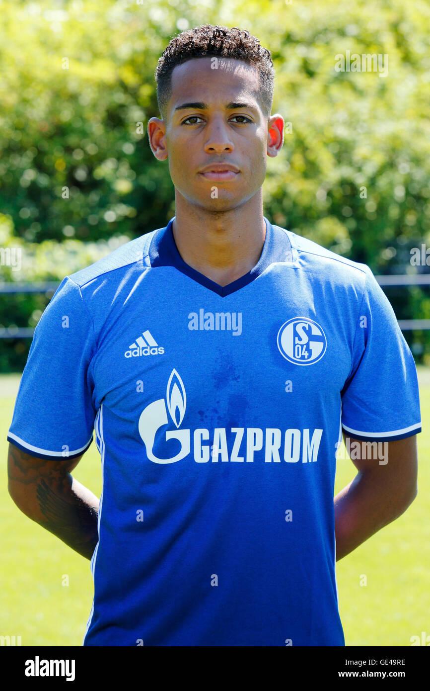 football, Bundesliga, 2016/2017, FC Schalke 04, team presentation for the game season, portrait Dennis Aogo - Stock Image