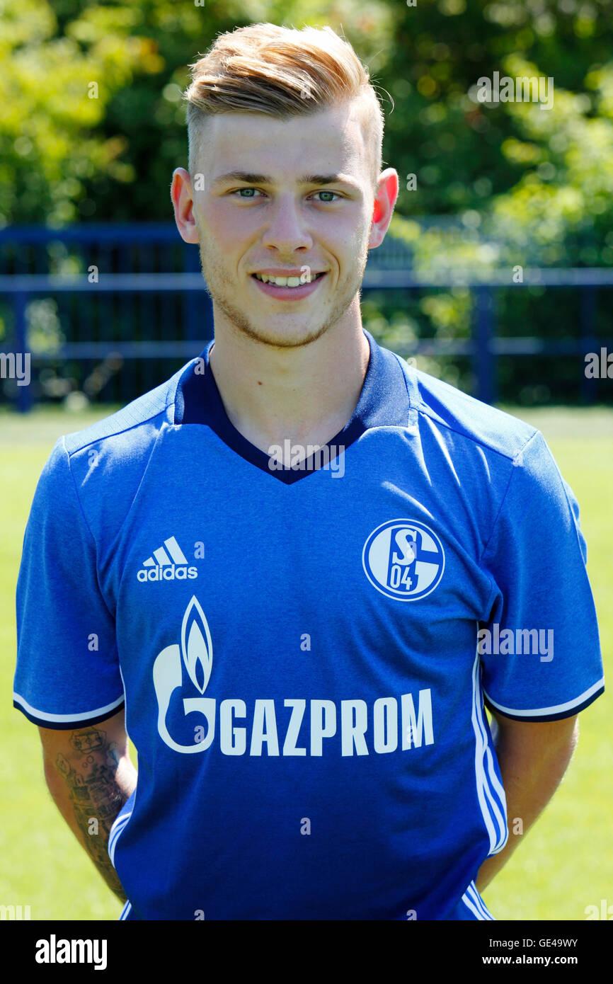 football, Bundesliga, 2016/2017, FC Schalke 04, team presentation for the game season, portrait Max Meyer - Stock Image