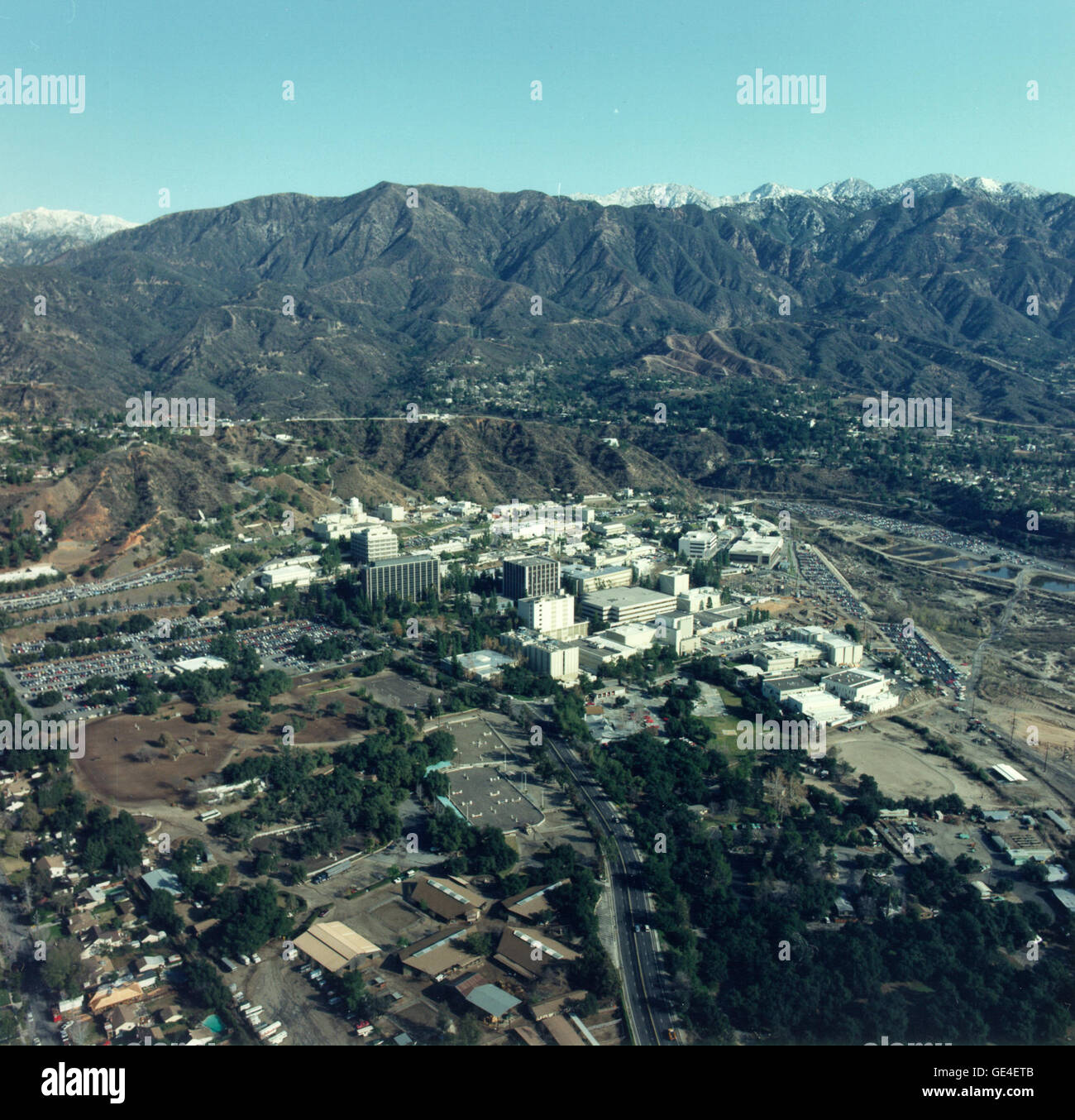 An aerial view of the Jet Propulsion Laboratory (JPL), Pasadena, California and the surrounding San Gabriel Mountains. - Stock Image