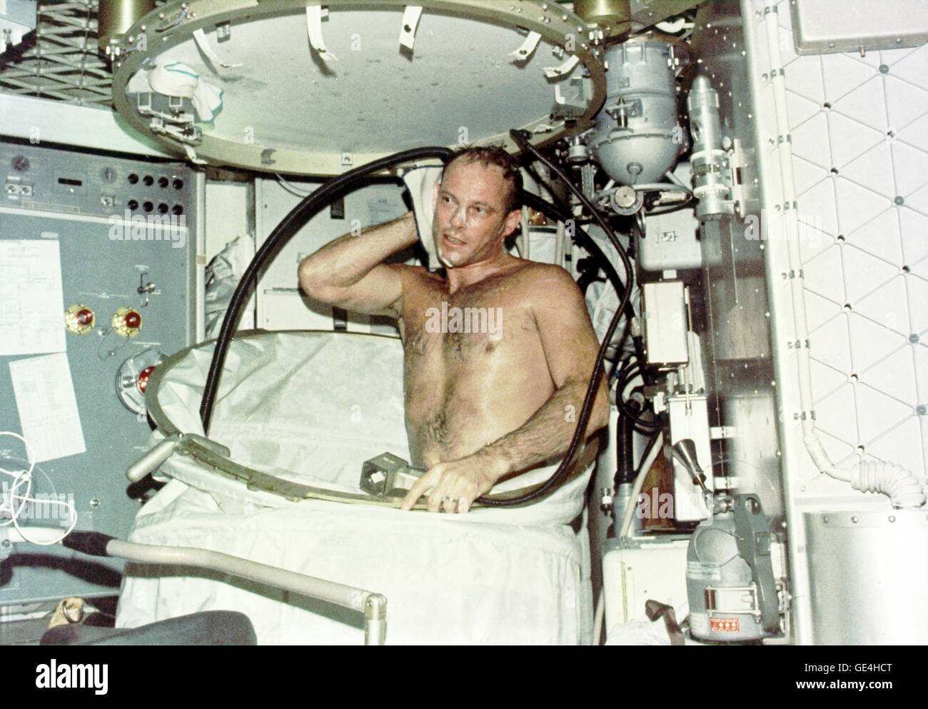 which astronaut remained in the space for the longest period of time - photo #17
