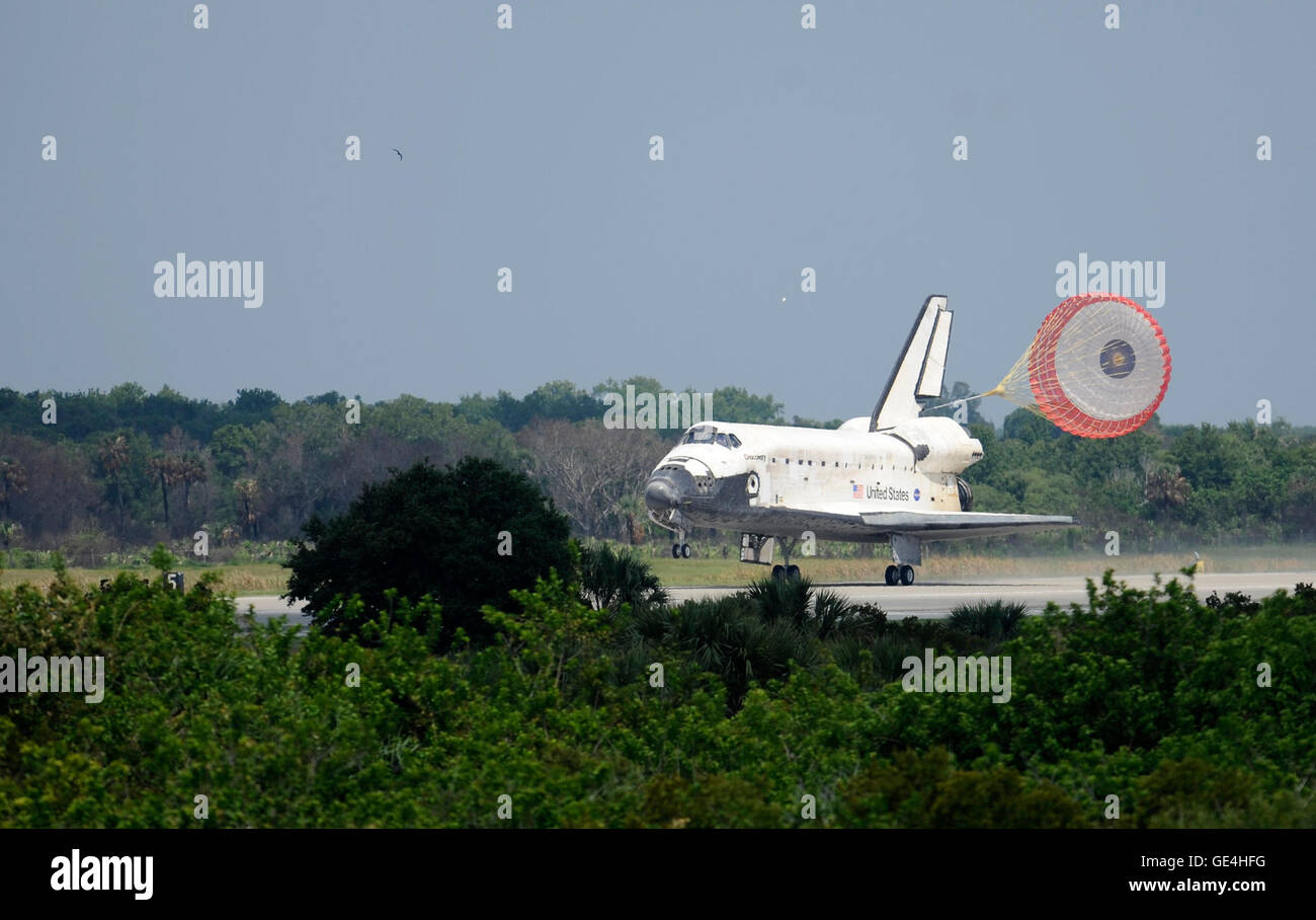 The space shuttle Discovery touches down at 11:15 a.m. EDT, Saturday, June 14, 2008, at the Kennedy Space Center - Stock Image