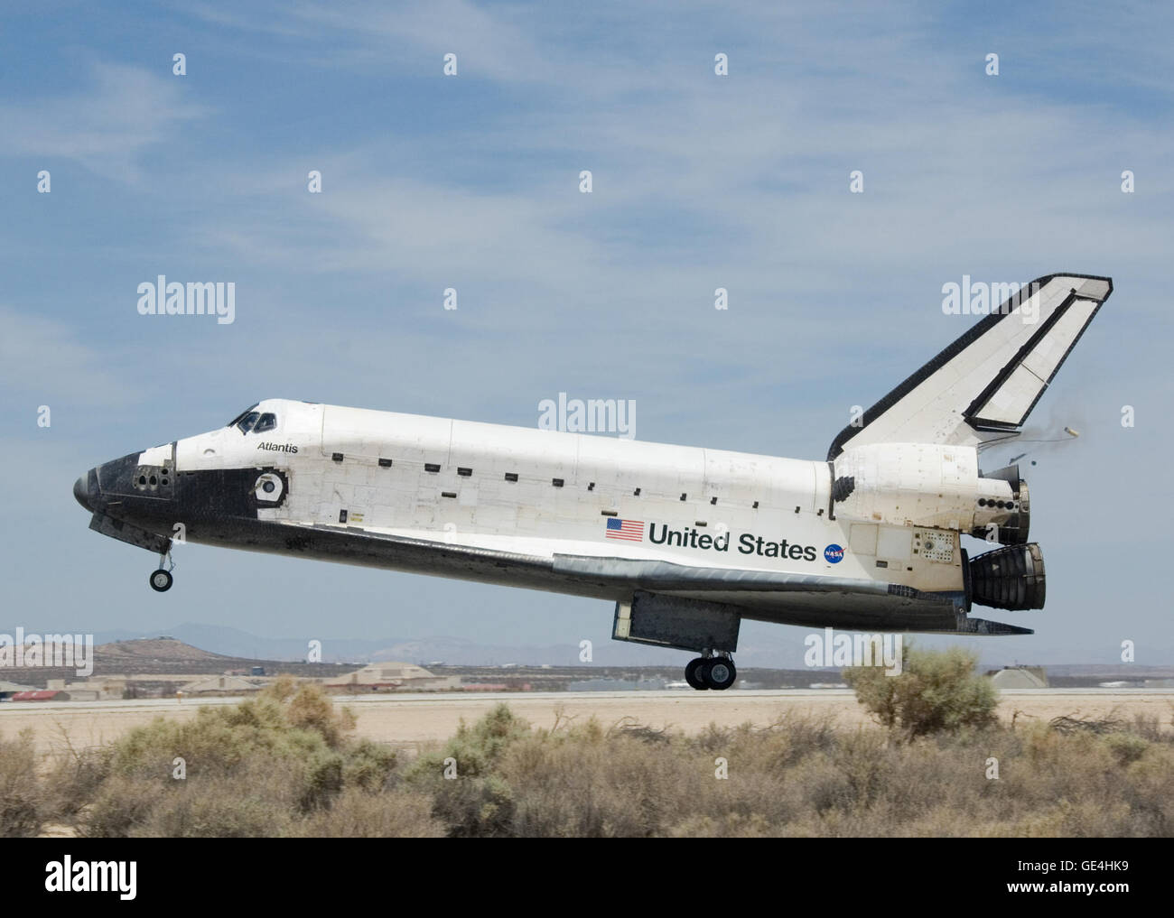 Space Shuttle Atlantis' STS-117 Mission lands at Edwards Air Force Base after 14 days in orbit. Photo credit: - Stock Image