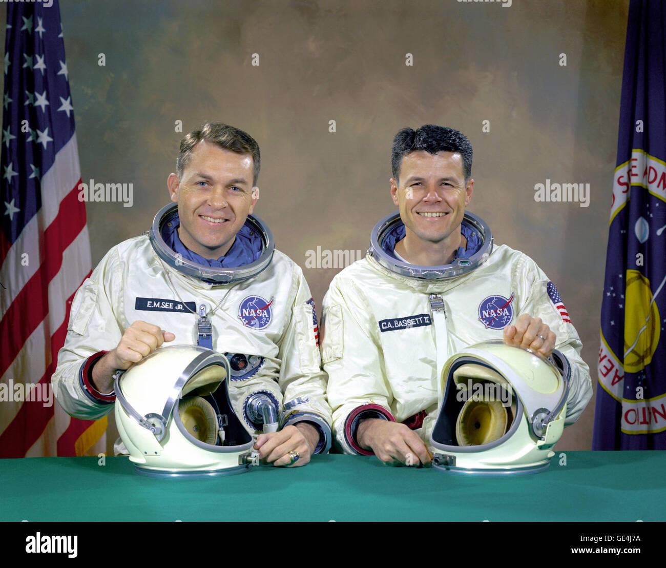 The original Gemini 9 prime crew, astronauts Elliot M. See Jr. (left), command pilot, and Charles A. Bassett II, Stock Photo