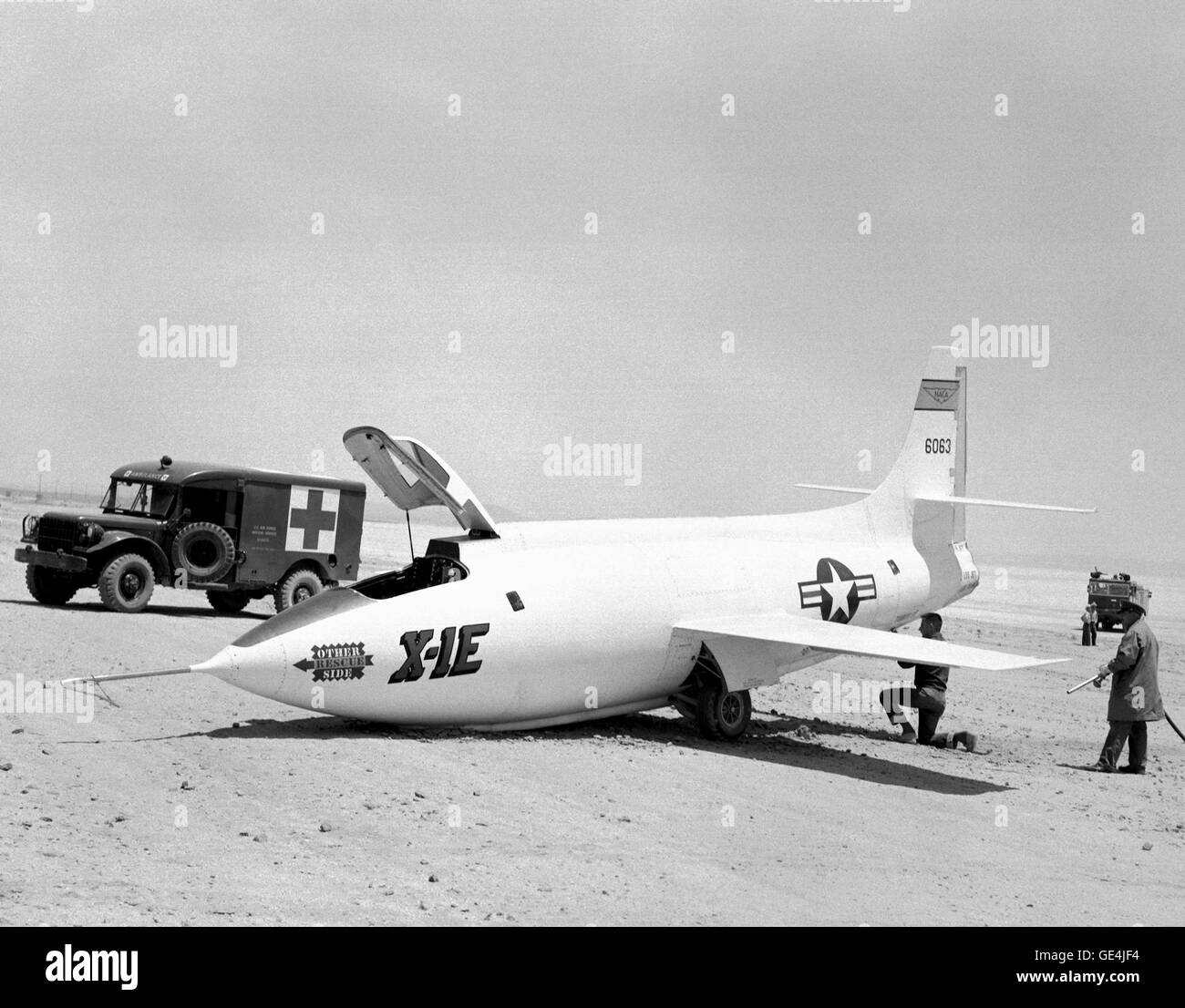 (June 18, 1956) This photo was taken June 18, 1956 on Rogers Dry Lake bed after Flight 7 of the Bell Aircraft Corporation - Stock Image