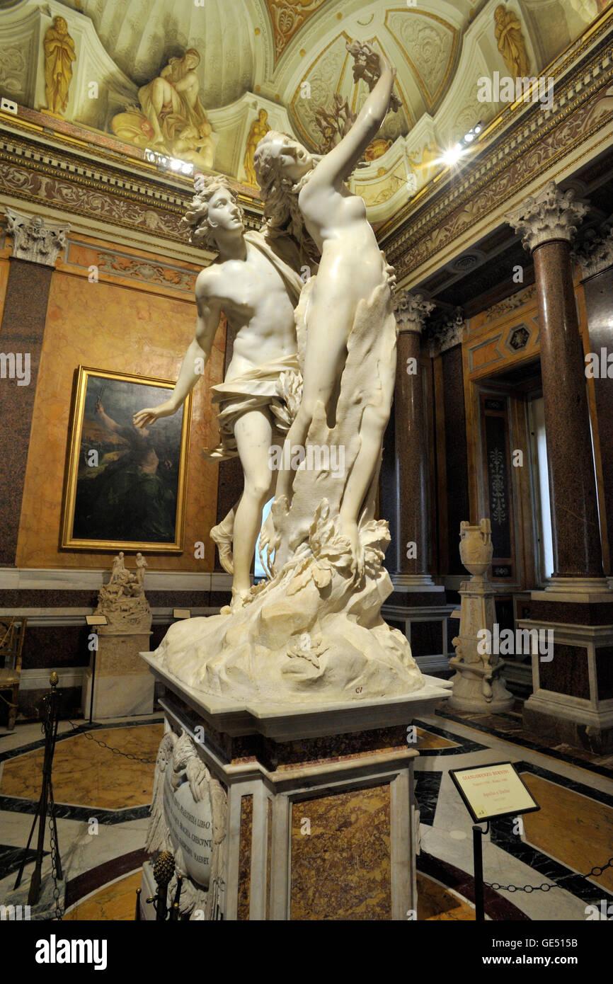 Italy, Rome, Galleria Borghese, Gian Lorenzo Bernini, marble sculpture of Apollo and Daphne (1622-1625) - Stock Image