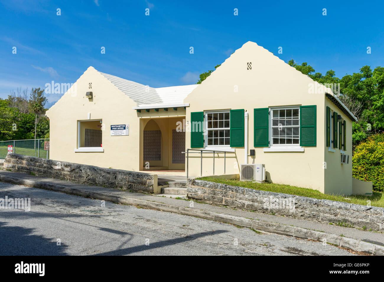 Green-shuttered Southampton Post Office, Southampton, Bermuda - Stock Image