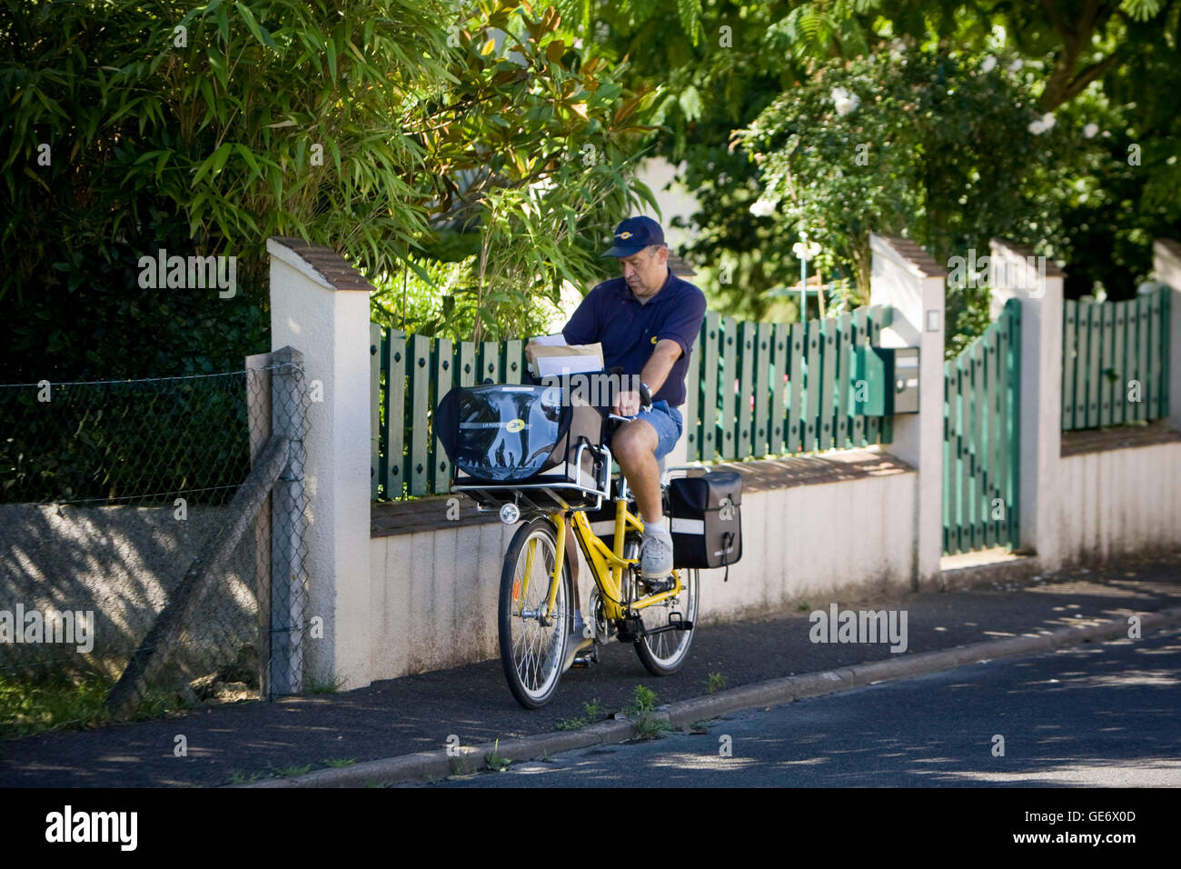 Postman Jacques Tapon rides his bicycle on his daily route in Montbazon, France, 25 June 2008. Tapon rides 17km - Stock Image