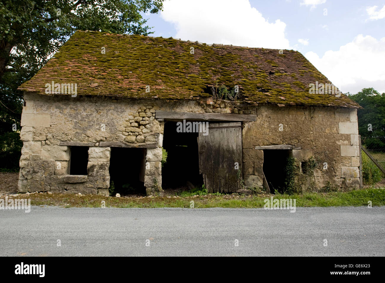 View of the ruin of an old house near Chenonceaux, France, 25 June 2008. - Stock Image