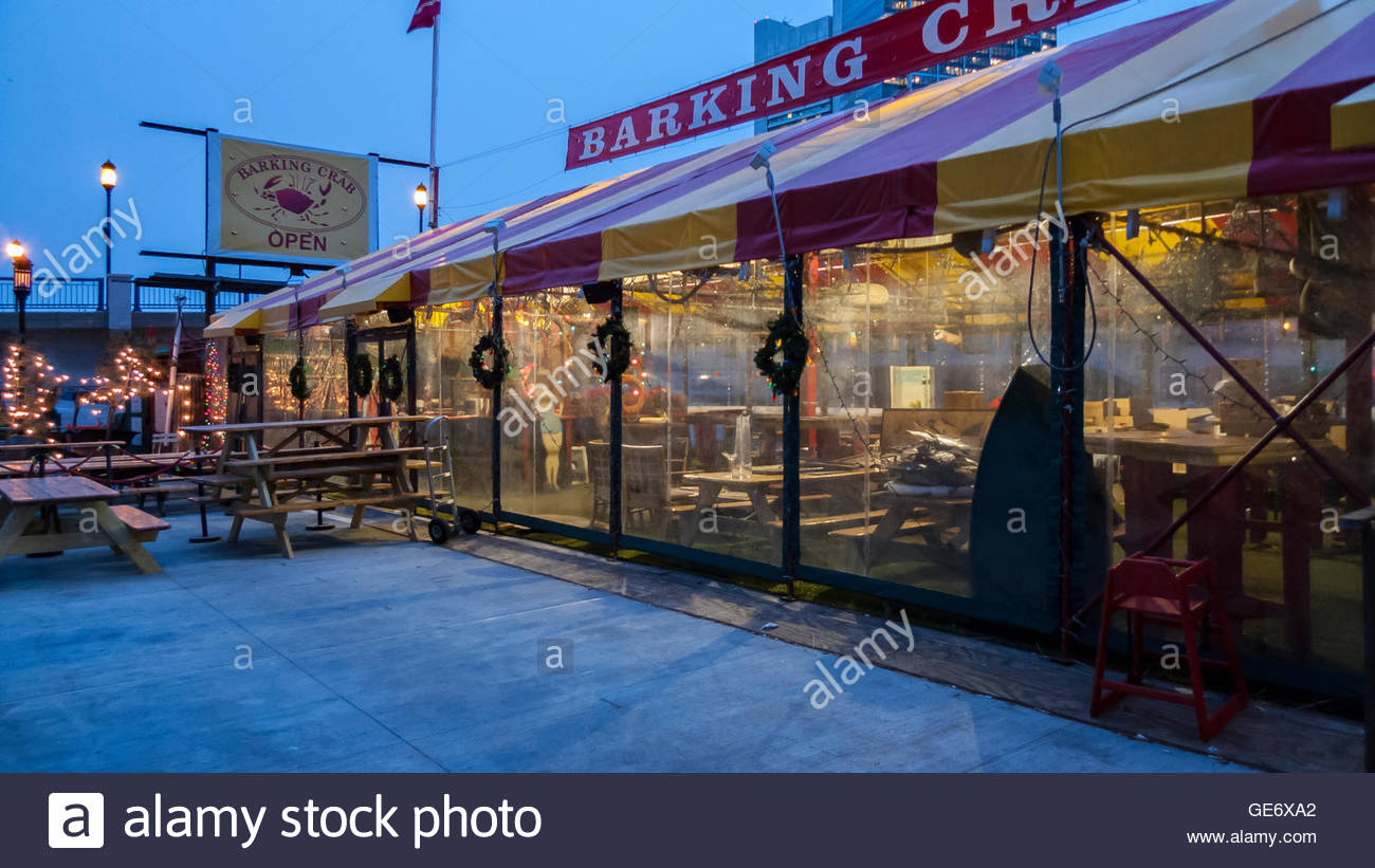 BOSTON, MASSACHUSETTS/USA - JANUARY 14, 2016: Popular evening spot at rest on a gloomy January morning before dawn - Stock Image