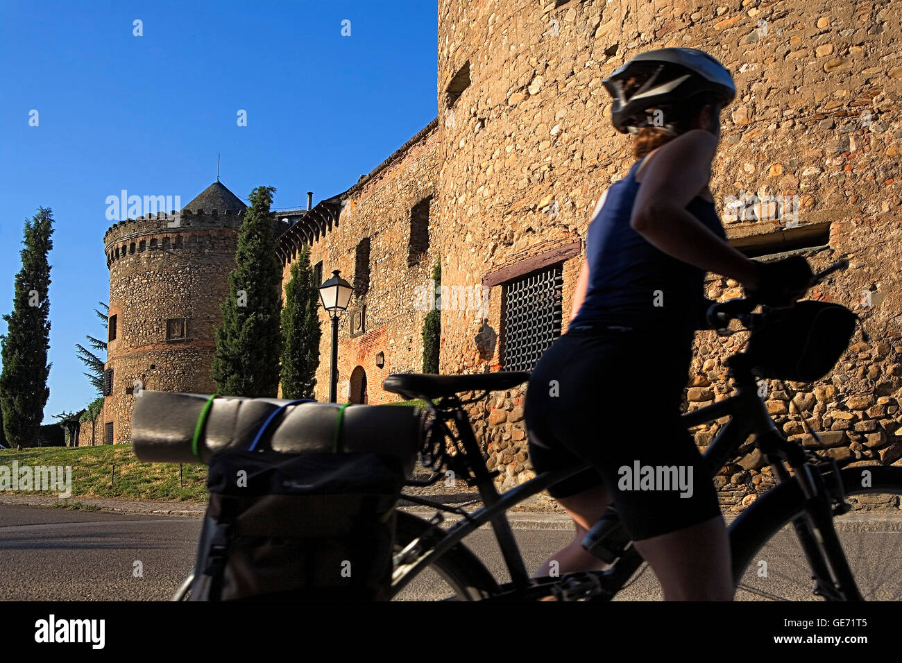 Marqueses de Villafranca castle and pilgrim. Villafranca del Bierzo. León  province.Spain. Camino de Santiago - Stock Image