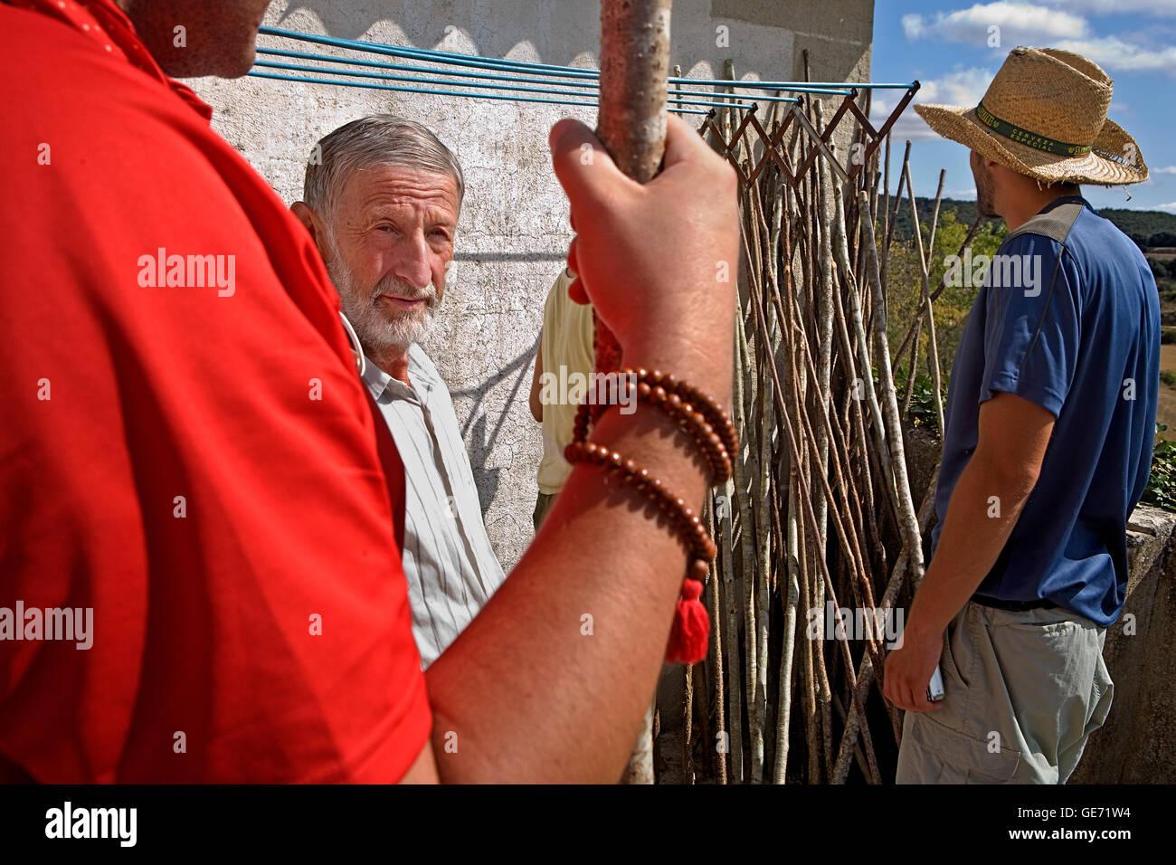 Pablo Sanz (Pablito) makes canes for the pilgrims (free-altruistic) . Azketa. Navarra. Spain. Camino de Santiago - Stock Image