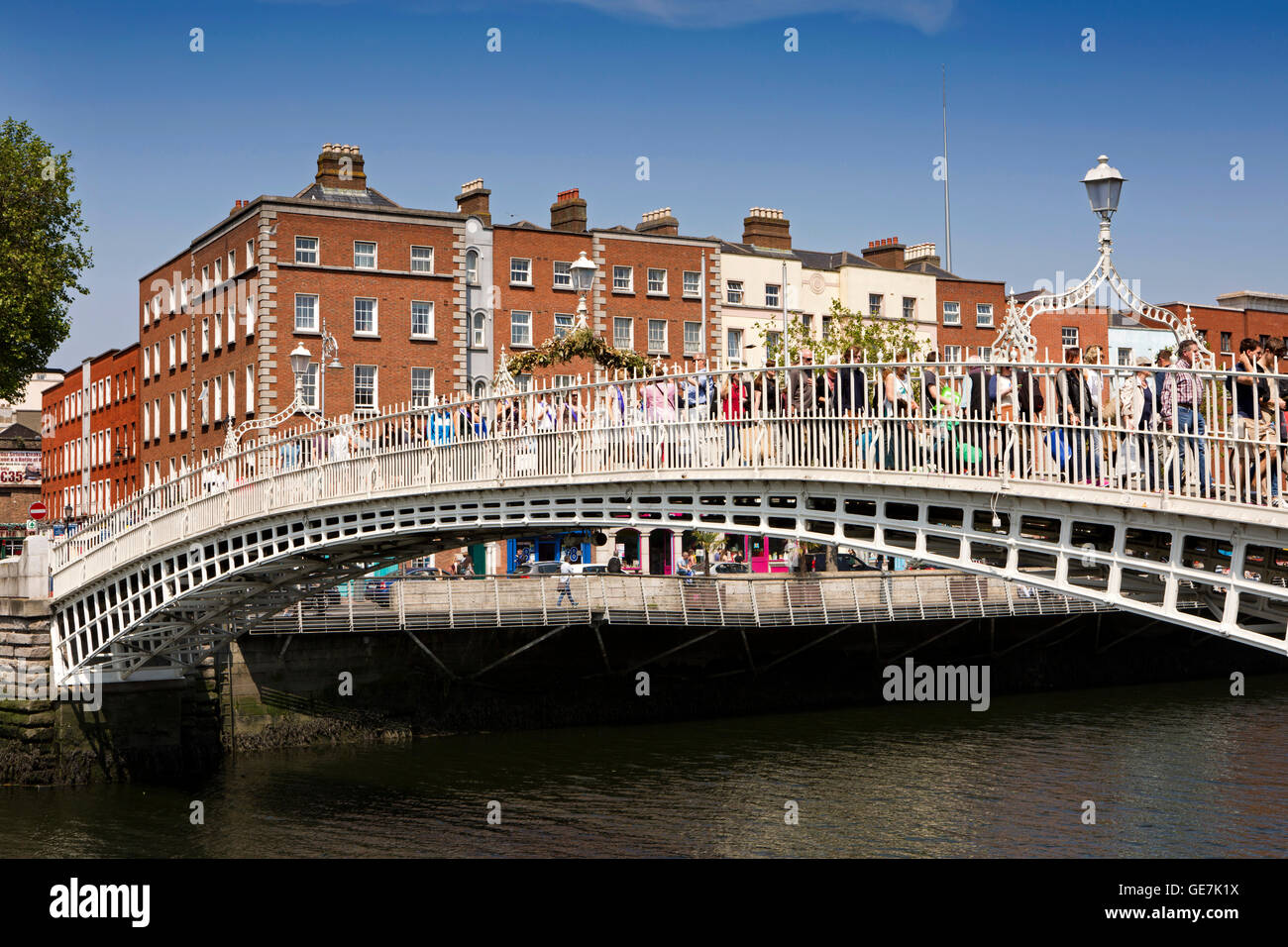 Ireland, Dublin, 1816 Halfpenny Bridge over the River Liffey - Stock Image