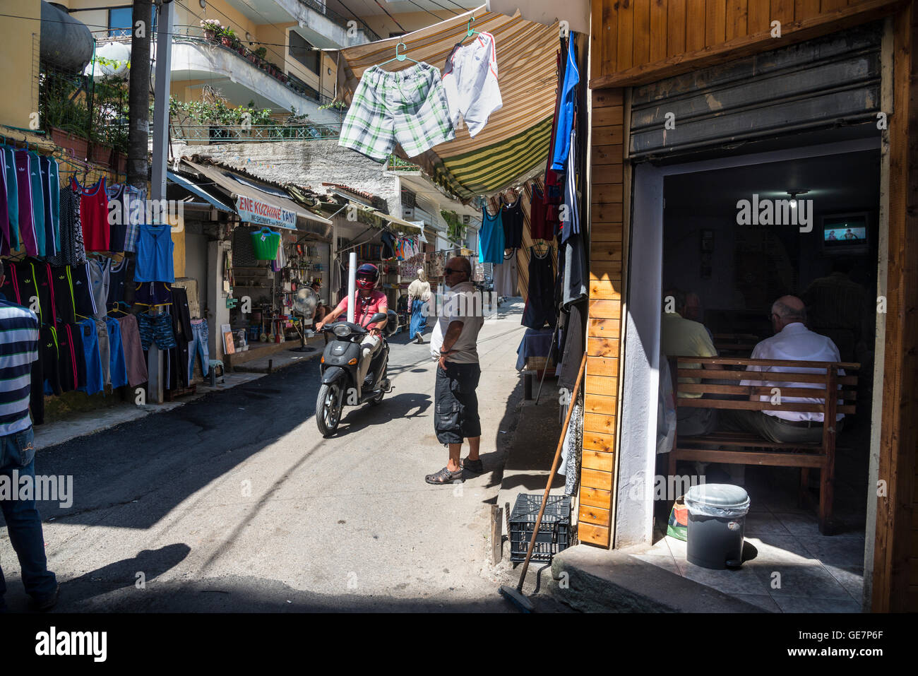 Street market beind the Ruga Myslym Shyri in central Tirana, Albania, - Stock Image