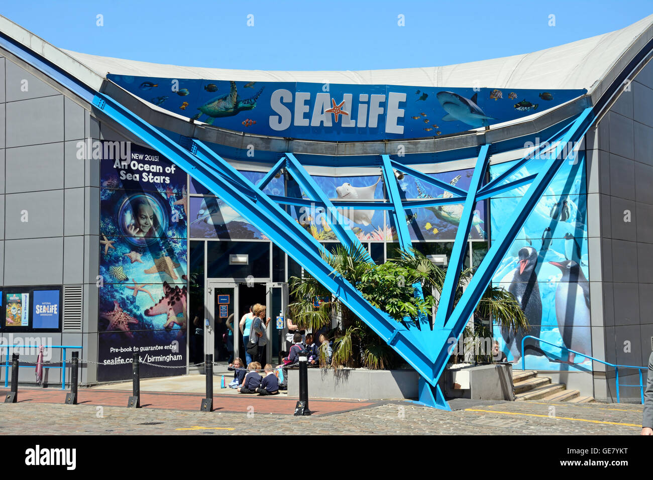Front entrance to the National Sea Life Centre with a party of school children waiting to enter, Birmingham, England, - Stock Image
