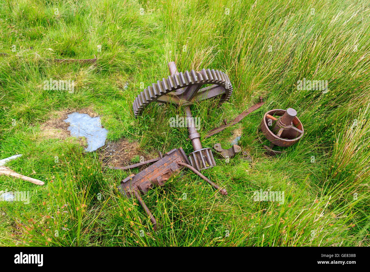 Old gearing from an abandoned tramway at Minllyn quarry, Snowdonia - Stock Image