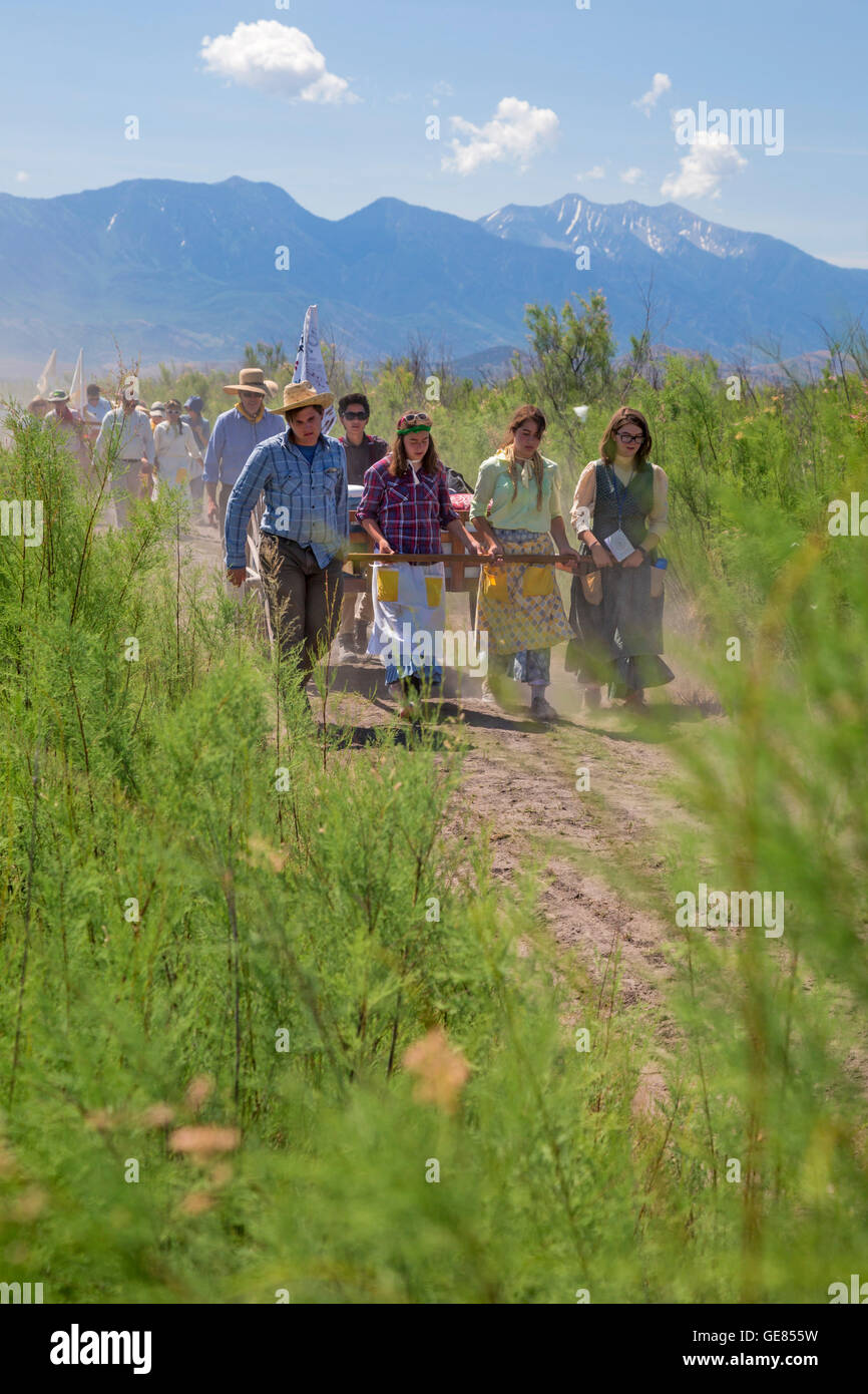 Mormon high school students participate in a three-day handcart trek, recreating the Mormon pioneer experience. - Stock Image