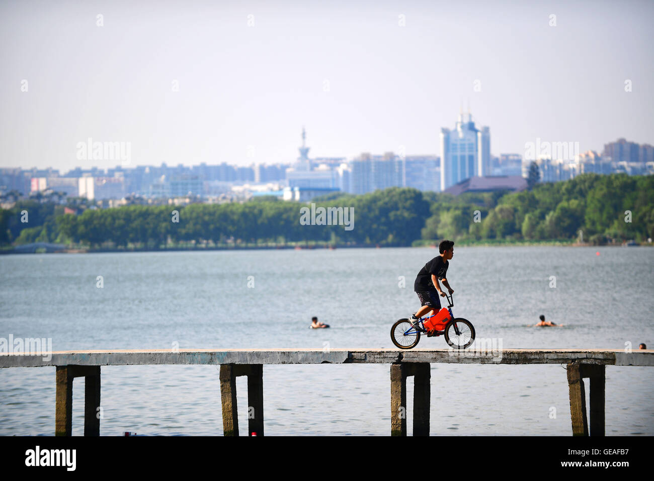 Wuhan, China's Hubei Province. 24th July, 2016. An Xsports enthusiast rides along the waterborne platform of - Stock Image