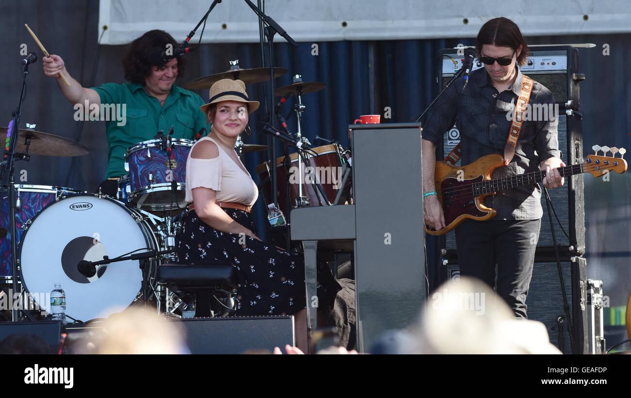 Newport, RI, USA. 24th July, 2016. Norah Jones performs at the 2016 Newport Folk Festival. Newport, RI. 7/24/16. - Stock Image