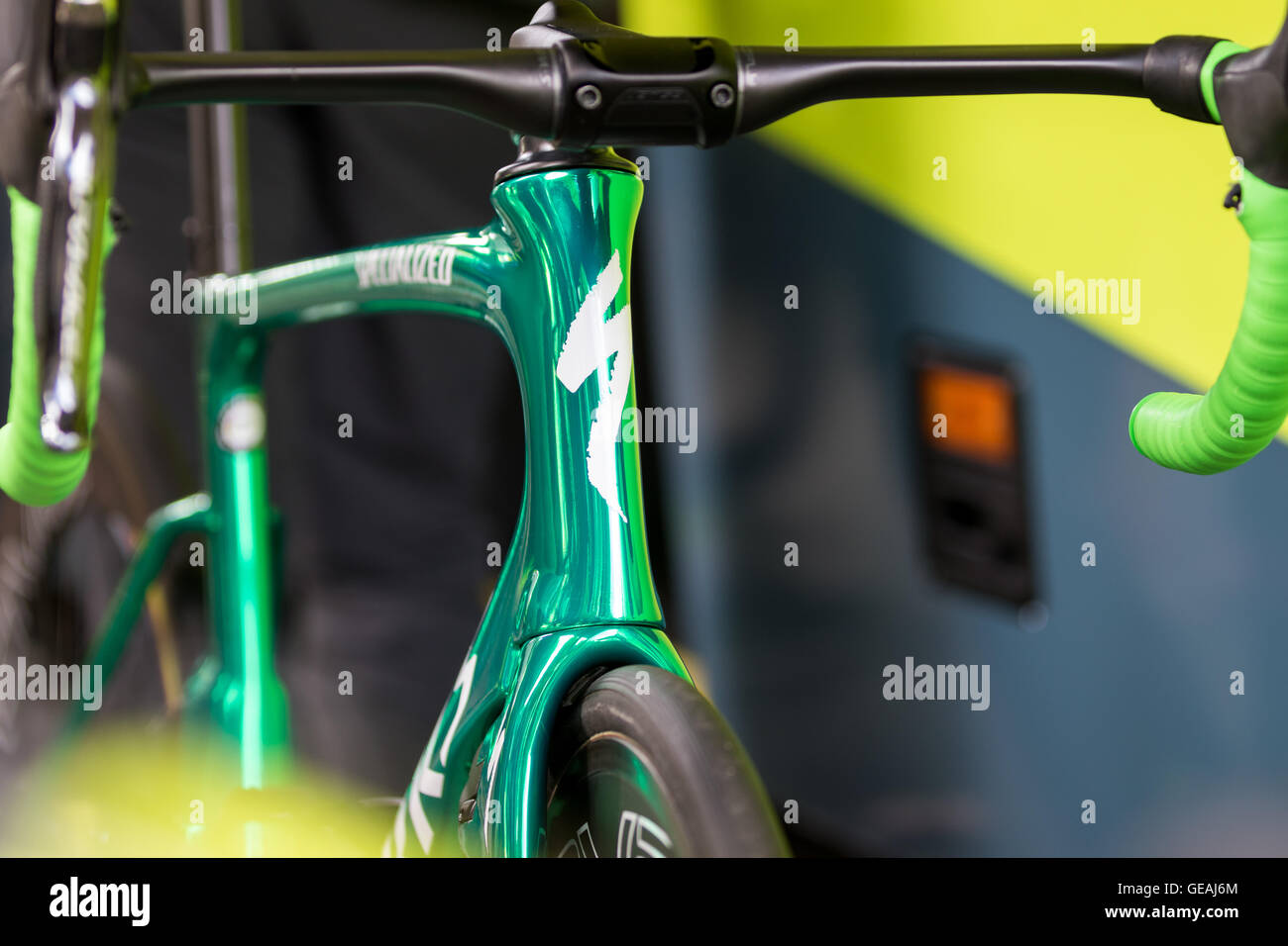 24th July, 2016. Chantilly, FR. The Tinkoff team unveils a custom green chrome painted Specialized Venge to celebrate - Stock Image