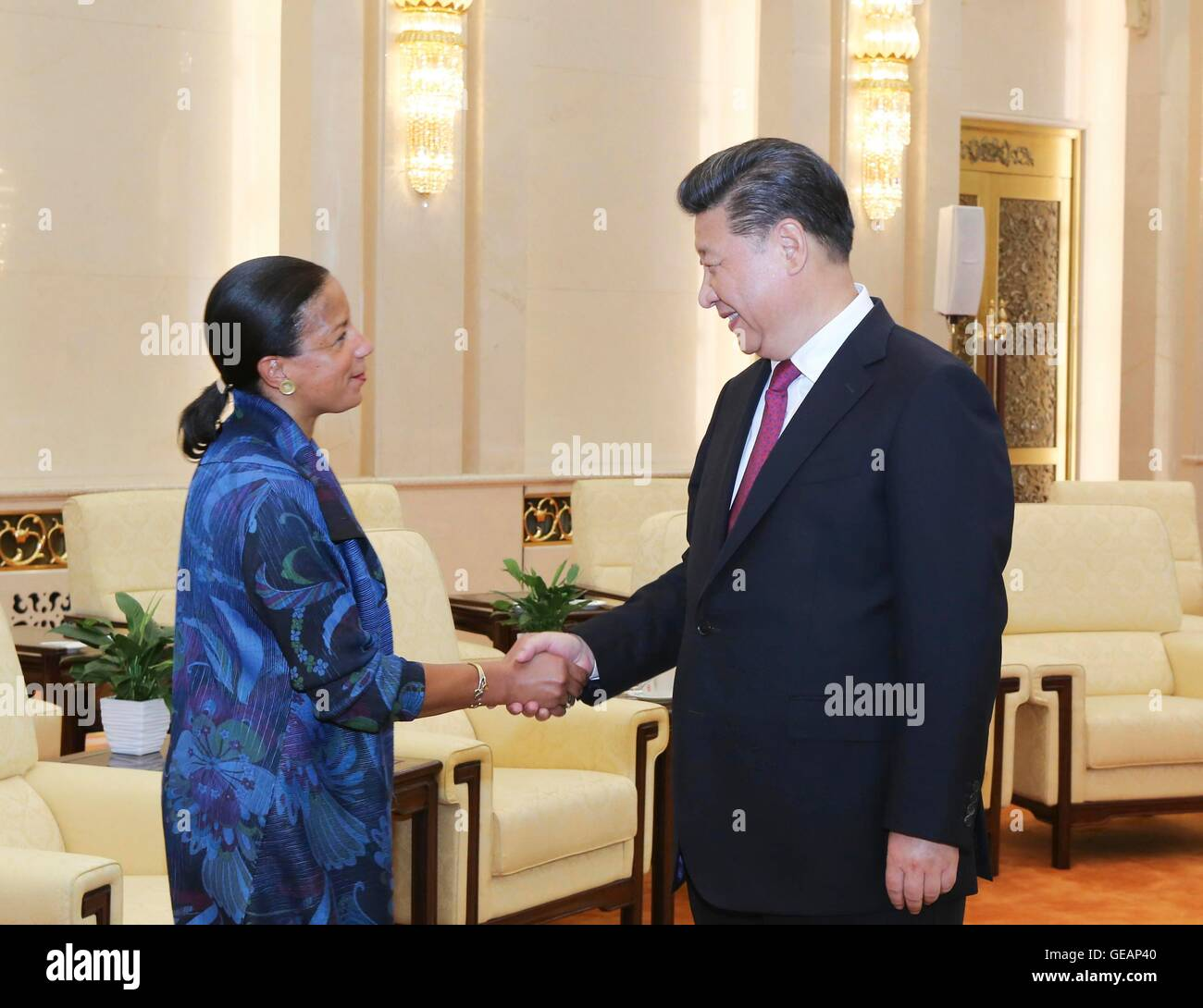 Beijing, China. 25th July, 2016. Chinese President Xi Jinping (R) meets with U.S. National Security Advisor Susan - Stock Image