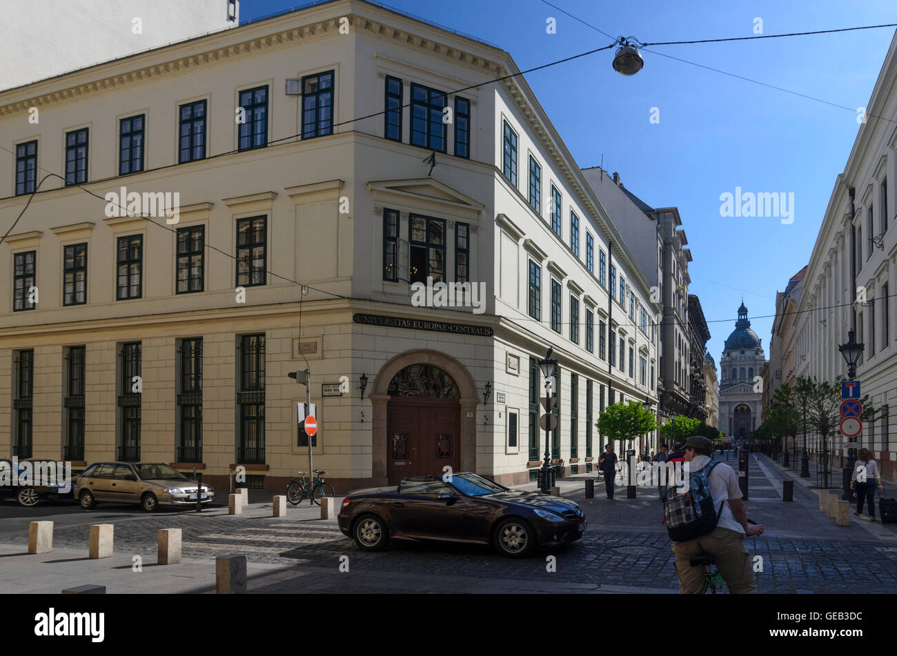 Budapest: Central European University ( CEU ) and look to St. Stephen's Basilica ( Szent Istvan bazilika ), - Stock Image