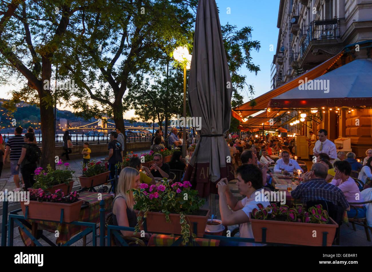 Budapest: Pedestrianized Danube Promenade on the Danube with Restaurant, Hungary, Budapest, - Stock Image