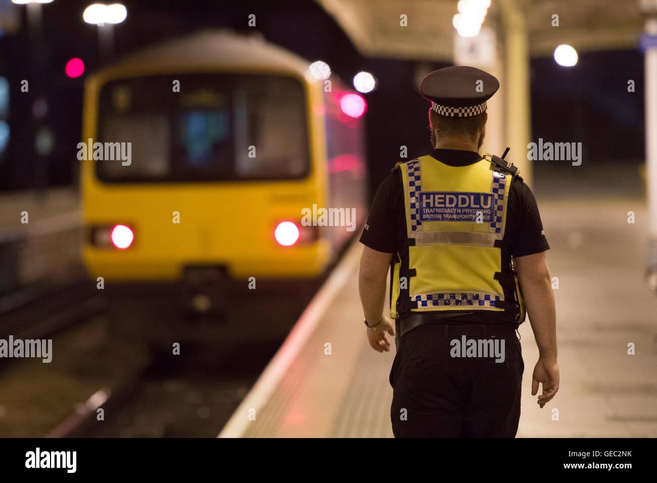 British Transport Police (BTP) officer on patrol at Cardiff Central train station. - Stock Image